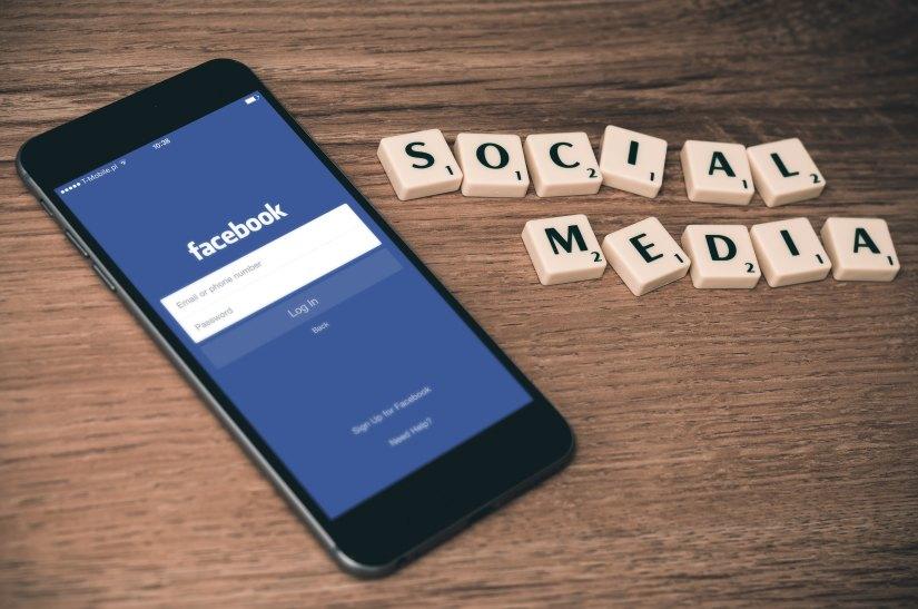 Facebook social media pros cons.jpg
